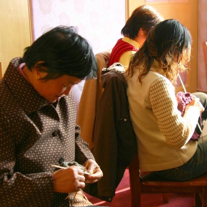 ヤクニットを編む崇明島の女性たち