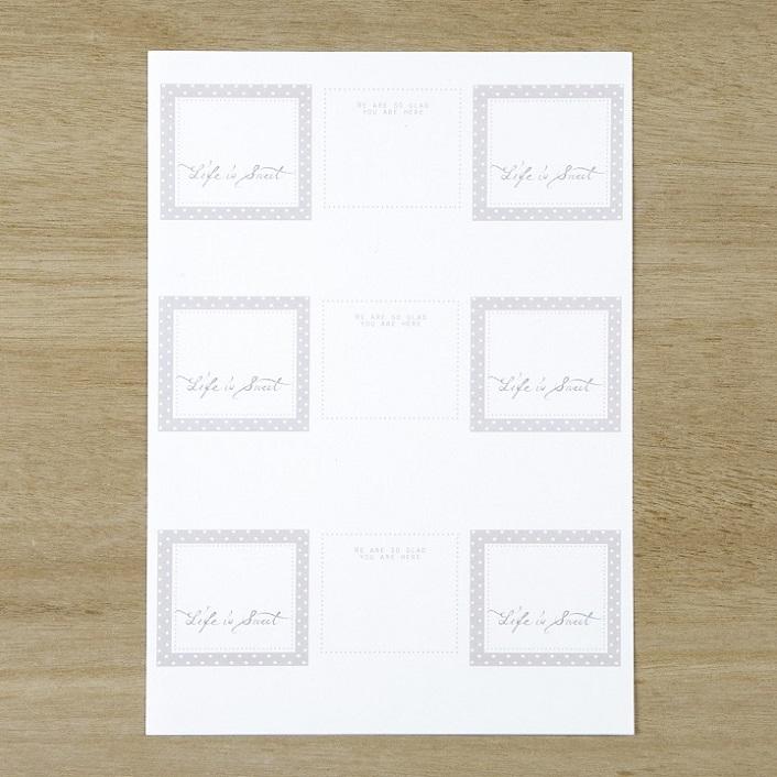 ダウンロードした席札のデザインを印刷した用紙