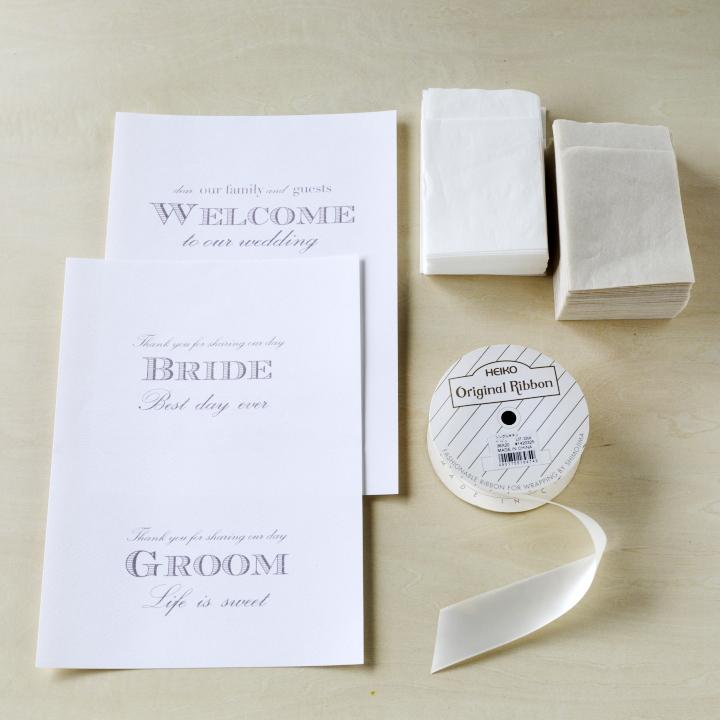 厚手のA4用紙、薄手のペーパーナプキン、太めのリボン