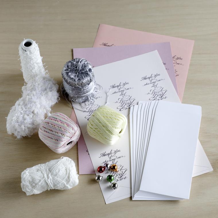 厚手の白無地封筒、A4用紙、鈴、好みの糸
