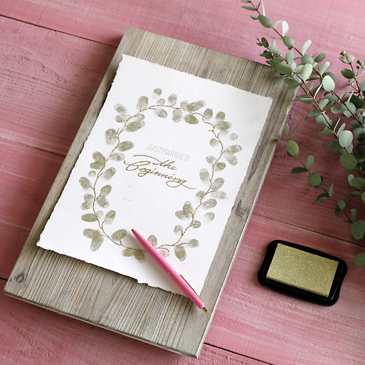 完成したリース形の結婚証明書
