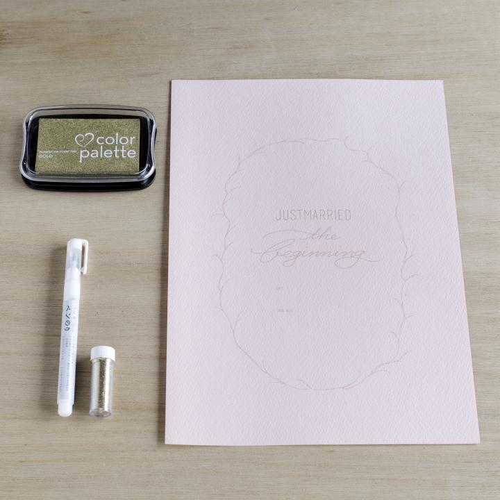 極細タイプのペンのり、ゴールドラメ、ダウンロードデータを印刷するA4サイズの紙、金色のスタンプ台