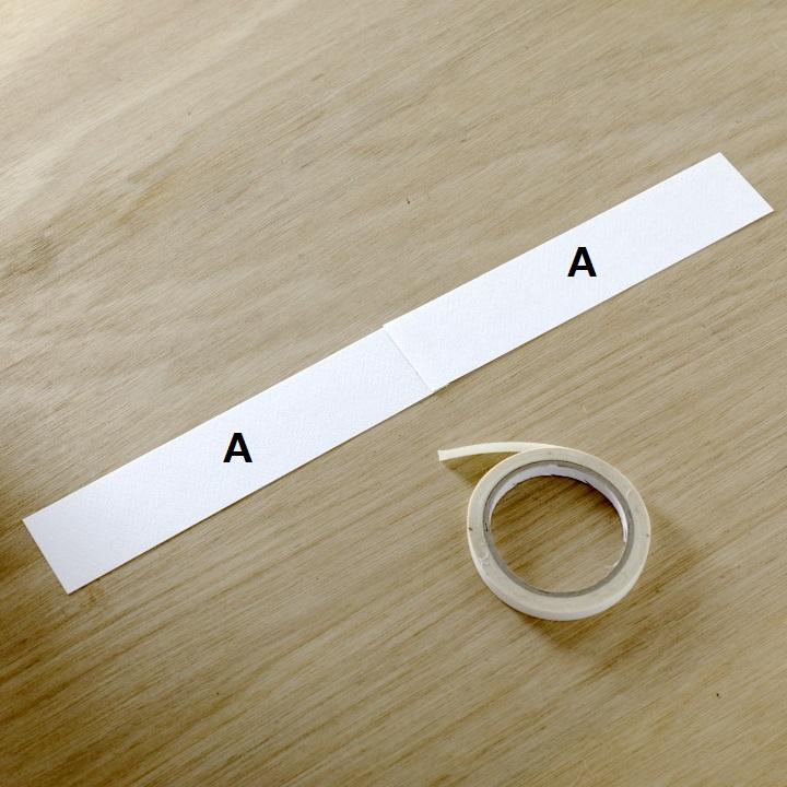 切り分けた2本をテープでつなげている様子
