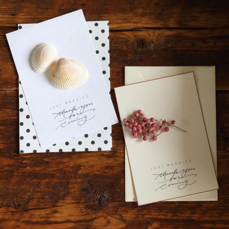 貝殻、木の実を付けたサンキューカード