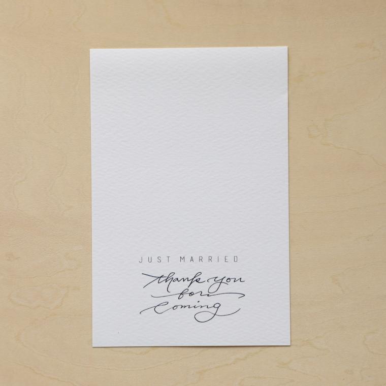 デザインデータを印刷したはがきサイズの紙