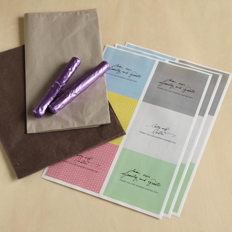 プチギフト用のお菓子、薄紙、A4用紙