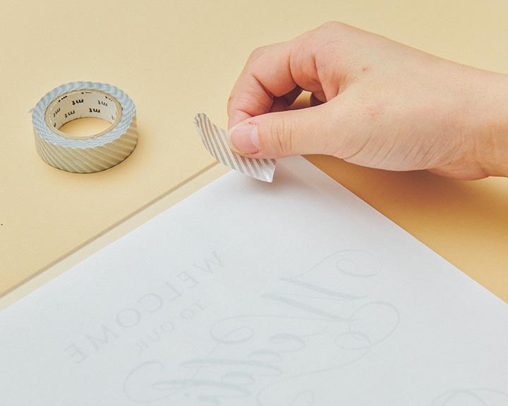 印刷した紙をクリアボードに固定する