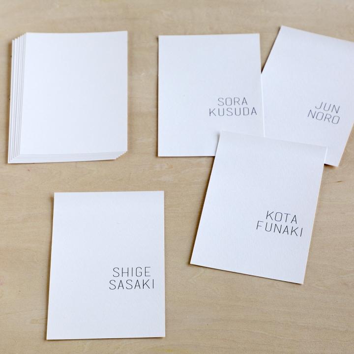 ゲストの名前を印刷したはがきサイズの紙
