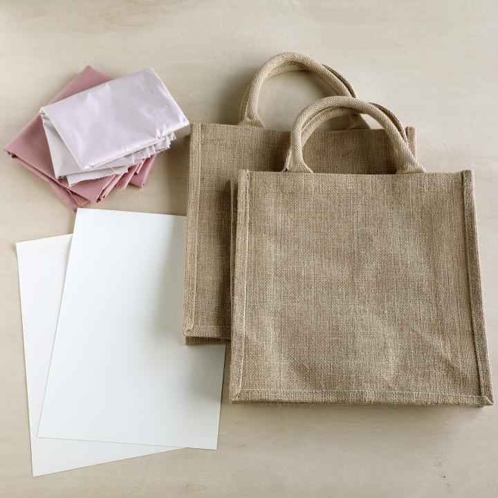 ジュートバッグ、タグ用の紙、好みの色の布