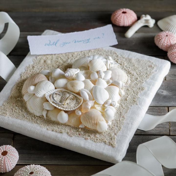 完成した貝殻のリングピロー