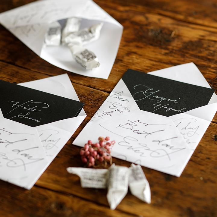 名前入りカードを入れた封筒&お菓子を入れた封筒