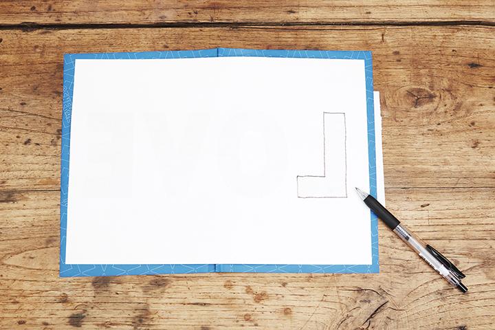 [1]ラメペーパーに文字を写し取る