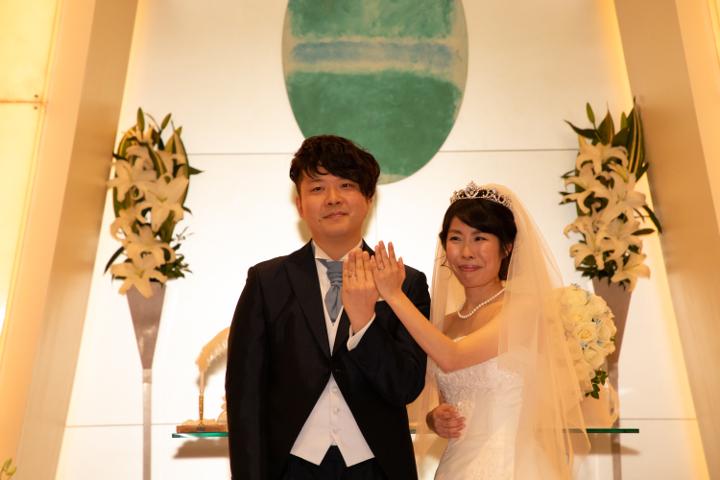 結婚指輪を披露