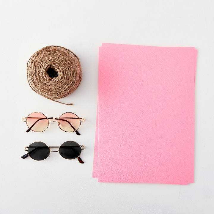 A4サイズ画用紙、麻ひも、カラーサングラス
