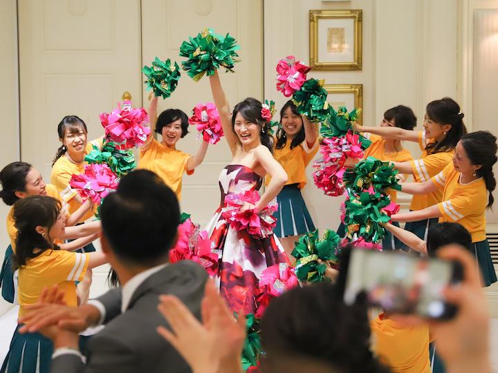 サプライズで花嫁参加のチアダンス1