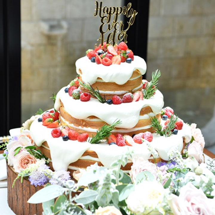 生クリームが垂れたデザインのケーキです。