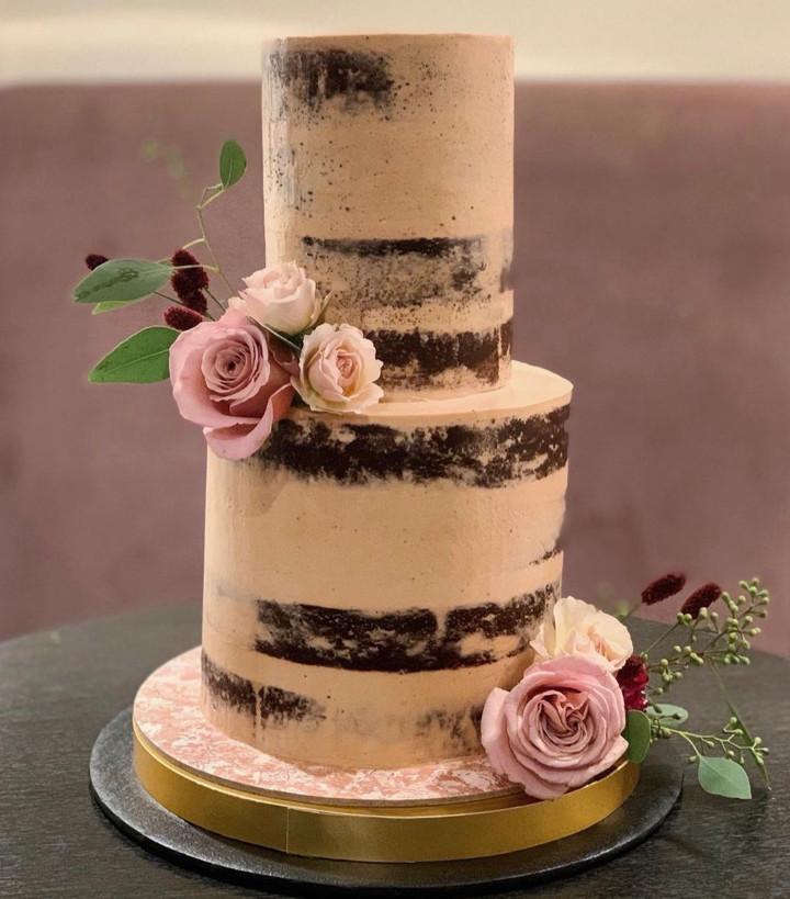 ラスティックなセミネイキッドケーキ