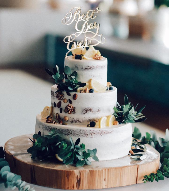 シンプルかつナチュラルなネイキッドケーキ