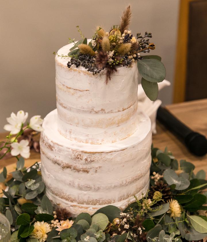 秋気分を盛り上げるネイキッドケーキ