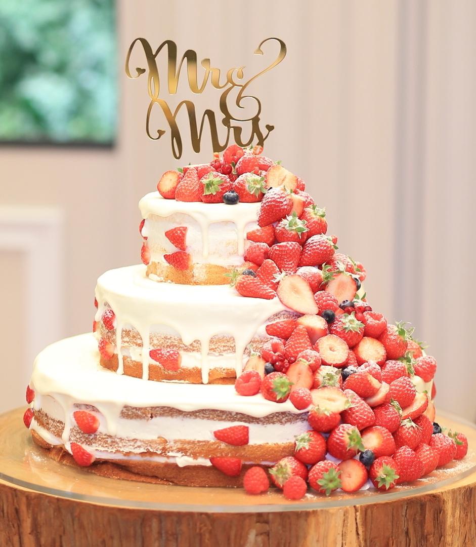 幸せこぼれ落ちるストロベリーネイキッドケーキ