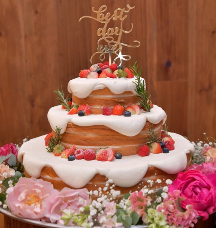 ラブリーすぎない大人可愛いネイキッドケーキ