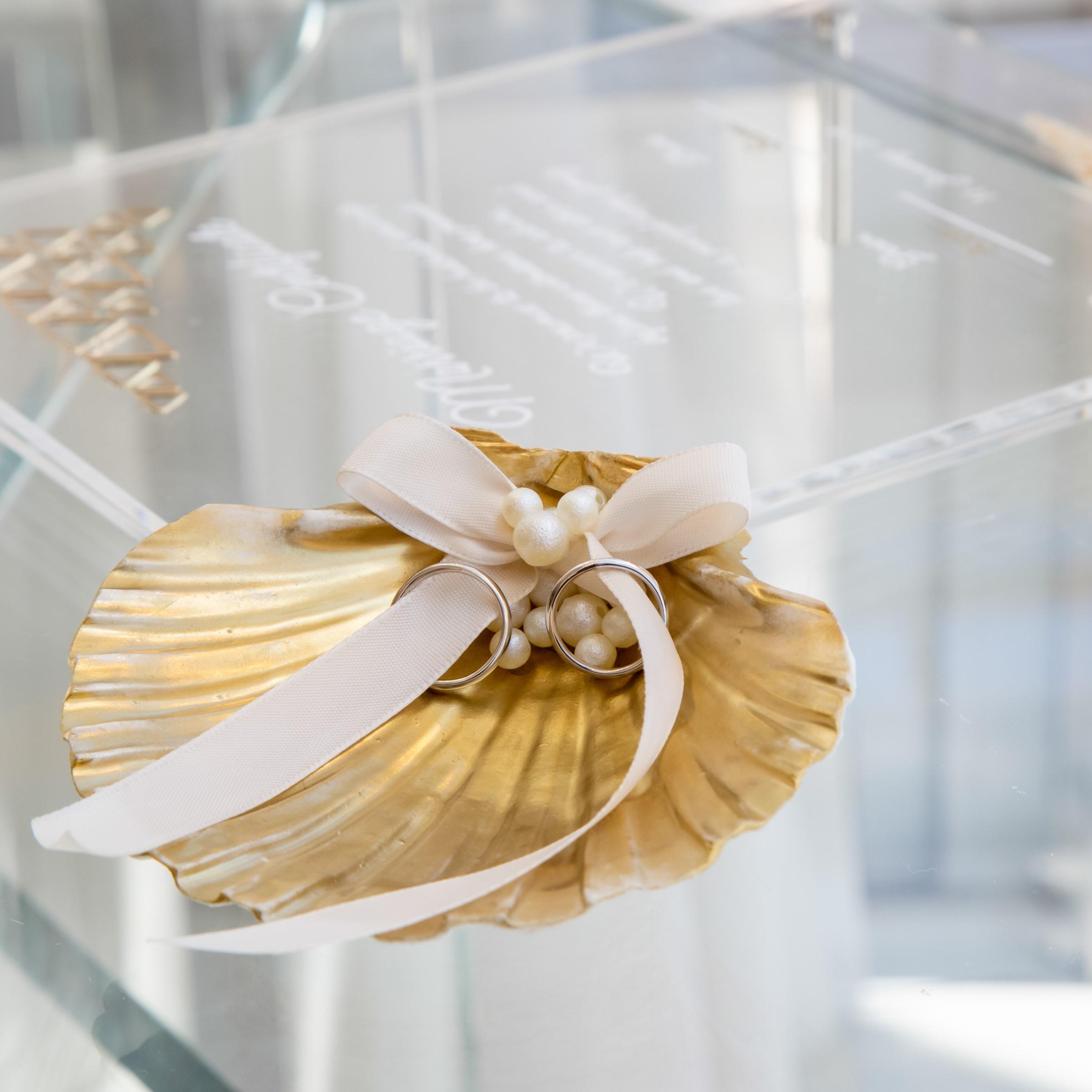 貝殻を使ったリングピローです