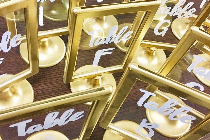 結婚式のテーマカラー・ゴールドで統一!