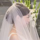笑顔で会話する花嫁