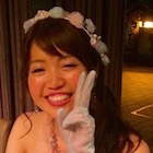 花嫁さんがピースで笑顔