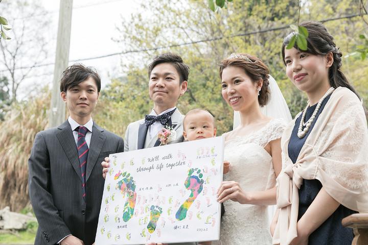 親子3人の足型の結婚証明書