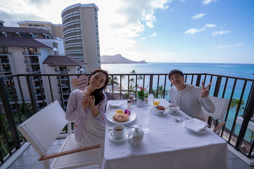 ラナイで朝食を食べているところ