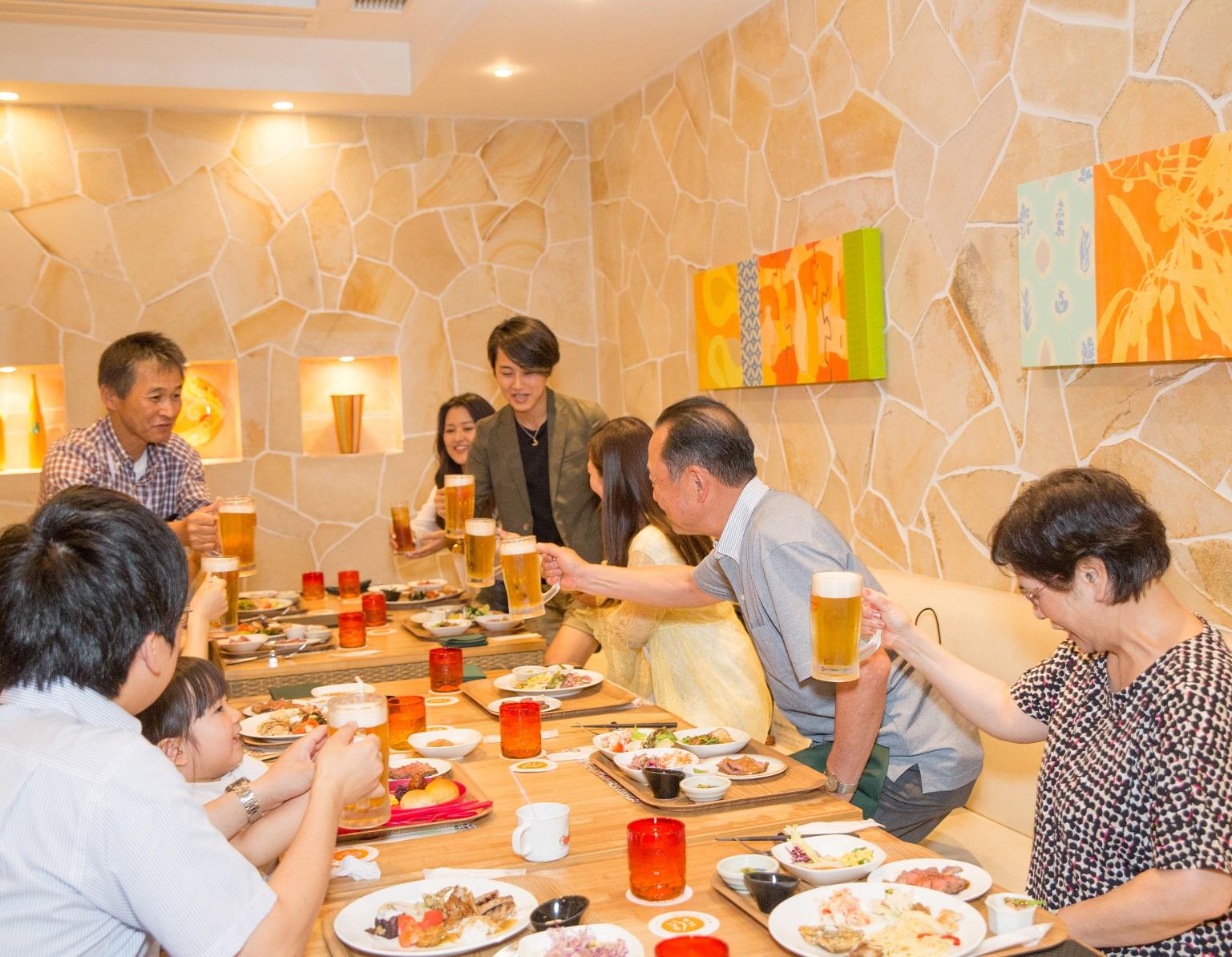 家族との食事会の様子