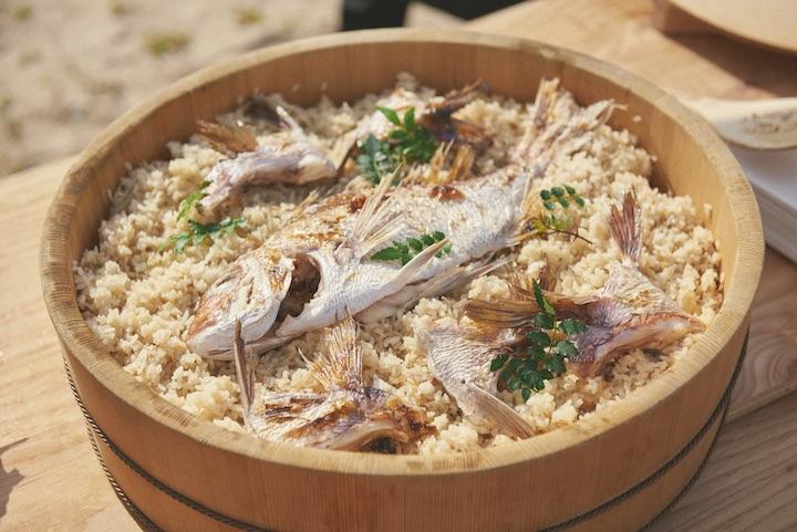 島の旅館が作ってくれた、島で捕れた天然ダイのタイ飯